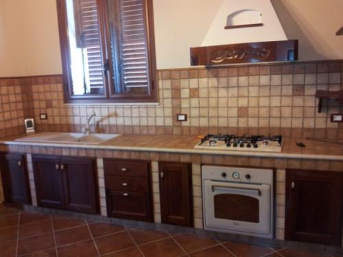 Cucine artigianali in muratura falegnameria artigianale castiglione fulgatore trapani - Cucine esterne in muratura ...