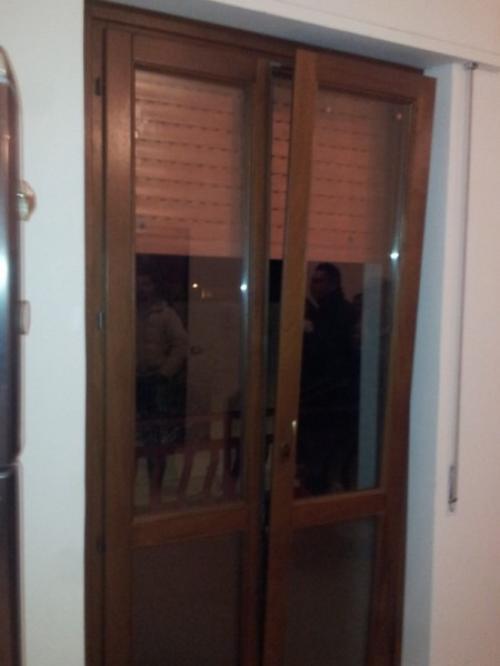 Porta vetrata infissi esterni in legno falegnameria for Infissi esterni in legno